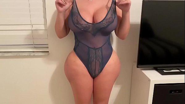 Checa este vídeo en maduras.com, me follo a la madre de mi amigo en su casa!