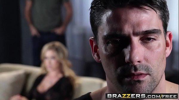 Sex porno, un trió con mi amigo y mi esposa, el se la folla mientras ella me la chupa