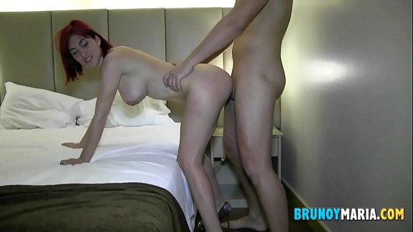 Videos porno gratis en castellano, se follan a esta zorra en un hotel luego de clases