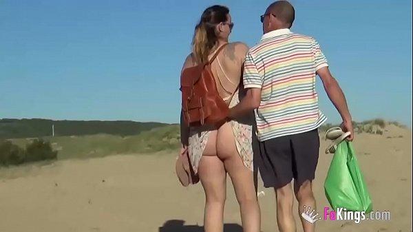 Vídeos porno gratis en español, mis padres se fueron a follar en una playa nudista!!