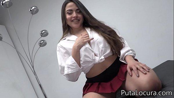 ver porno chileno de una niña mamando muchas vergas en orgia sexosa